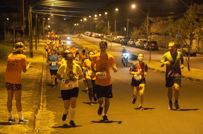 Com 500 atletas inscritos, Foz do Iguaçu Night Run reúne grande público Aproximadamente 1200 pessoas prestigiaram as atividades multiesportivas oferecidas durante o evento