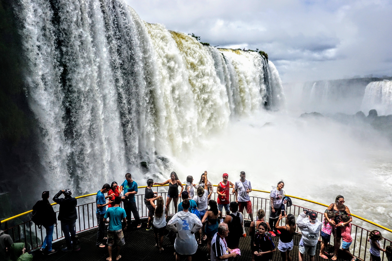 Cresce o número de turistas americanos em Foz do Iguaçu Com o visto eletrônico, visitantes dos Estados Unidos obtém permissão para entrar no Brasil em até 72 horas