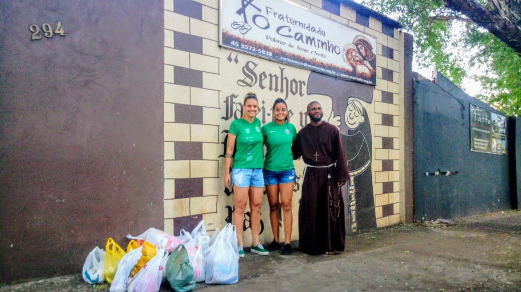 Foz Cataratas/Coritiba doa alimentos arrecadados em jogo pelo Brasileirão Projeto Fraternidade o Caminho foi o beneficiado pela ação da equipe feminina de futebol